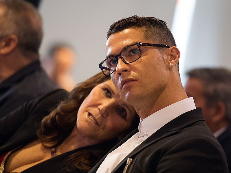 Kisah Ronaldo dan Ibu: Nyaris Aborsi dan Tinggalkan Pacar Seksi