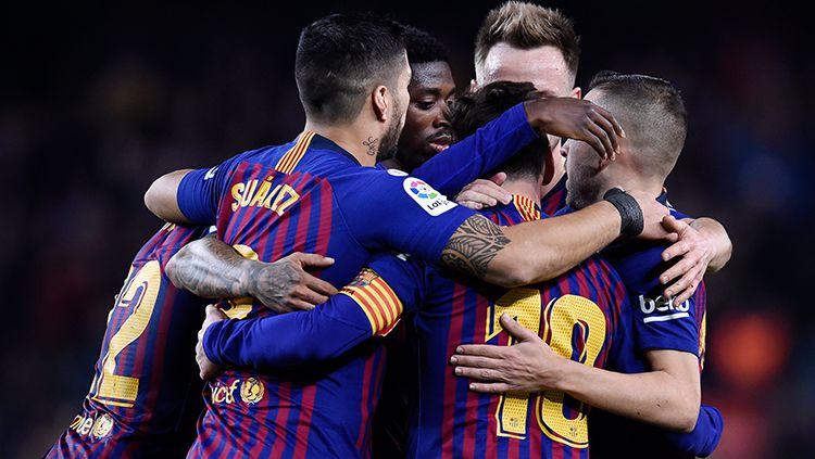 Para pemain Barcelona merayakan gol Lionel Messi. Copyright: © Getty Images