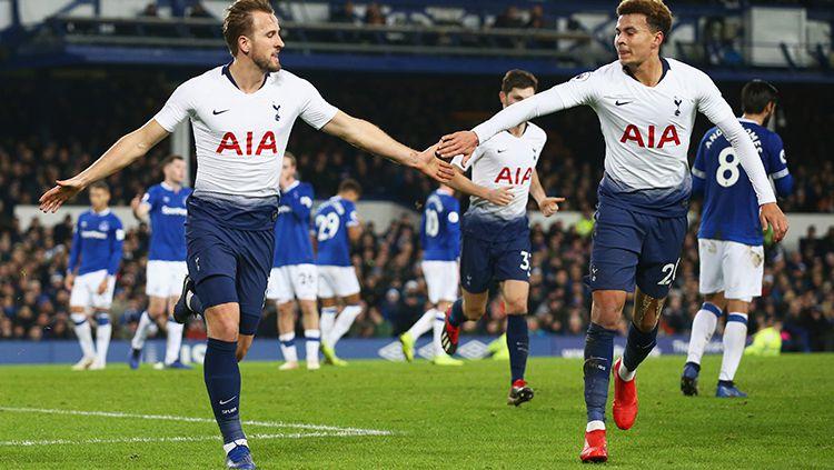 Cuitan bintang Tottenham Hotspur, Dele Alli (kanan), di Twitter yang mengejek Jose Mourinho beredar luas di media sosial Copyright: © Gareth Copley/Getty Images