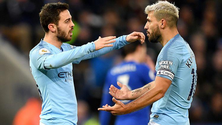Bernardo Silva berselebrasi bersama Sergio Aguero usai mencetak gol ke gawang Leicester City. Copyright: © Shaun Botterill/Getty Images