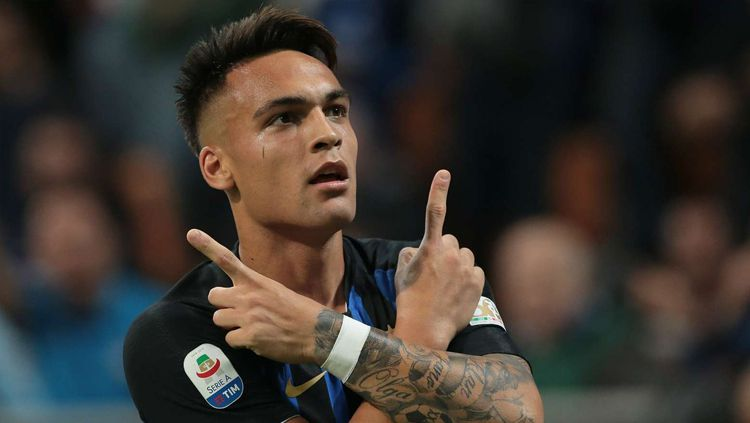 Pemain Inter Milan, Lautaro Martinez, kabarnya kini tengah diintai Barcelona. Copyright: © Getty Images