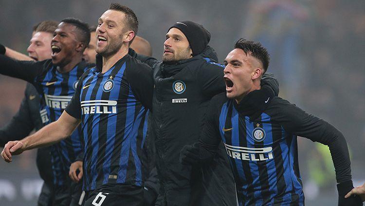 Para pemain Inter Milan merayakan kemenangan atas Napoli. Copyright: © Emilio Andreoli/Getty Images