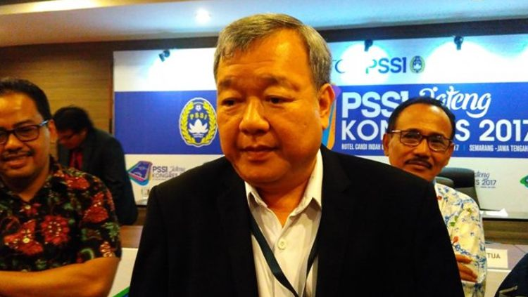 Anggota Exco PSSI, Johar Lin Eng, yang juga ketua Asosiasi Provinsi (Asprov) PSSI Jateng. Copyright: © TRIBUN JATENG/LITA FEBRIANI