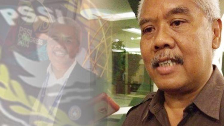 Anggota Komisi Disiplin PSSI Dwi Irianto alias Mbah Putih (tengah) diciduk Satgas Anti Mafia Bola dari Hotel New Saphire, Yogyakarta, Jumat (28/12/2018). Copyright: © INDOSPORT