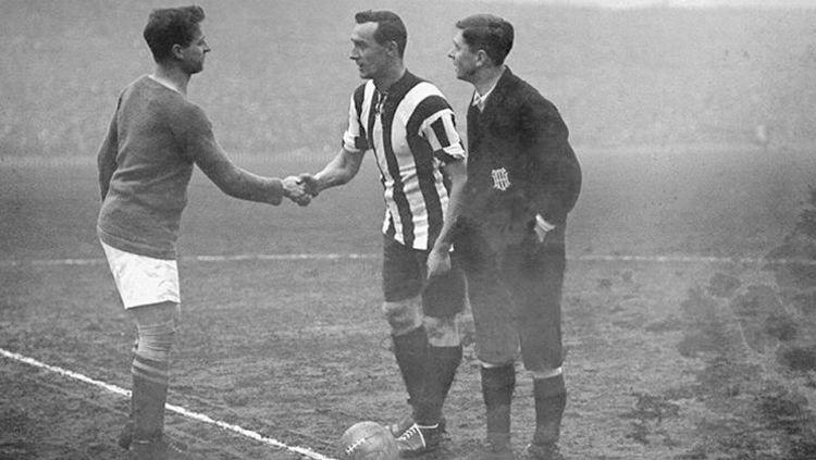 Manchester united vs liverpool 1915 Copyright: © Istimewa