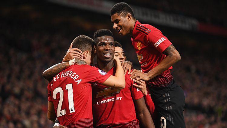 Paul Pogba berselebrasi usai berhasil mencetak gol ke gawang Bournemouth. Copyright: © Getty Images