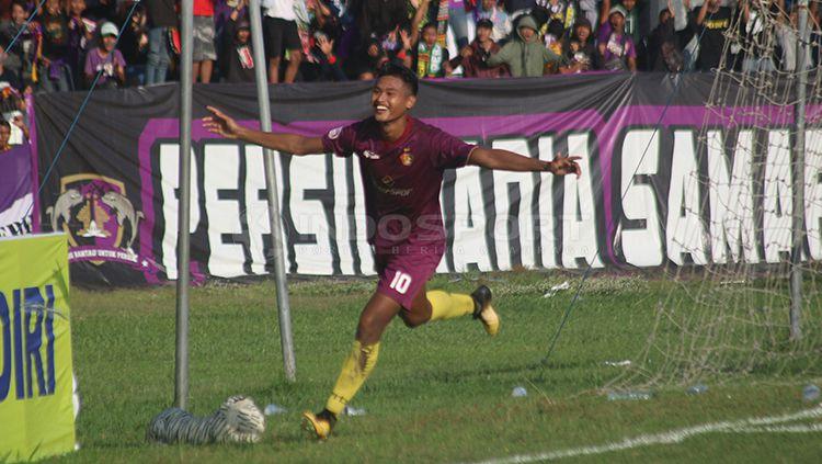 Septian Satria Bagaskara melakukan selebrasi usai cetak gol. Copyright: © Ronald Seger Prabowo/INDOSPORT