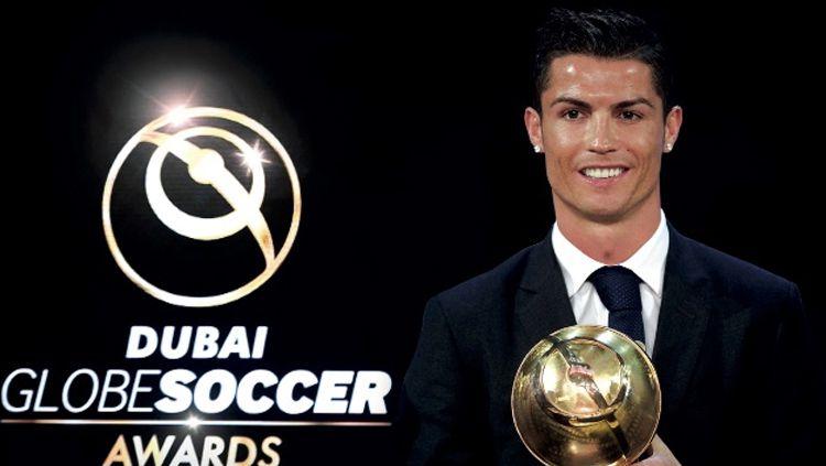Cristiano Ronaldo menerima penghargaan Globe Soccer Awards 2018 Copyright: © INDOSPORT