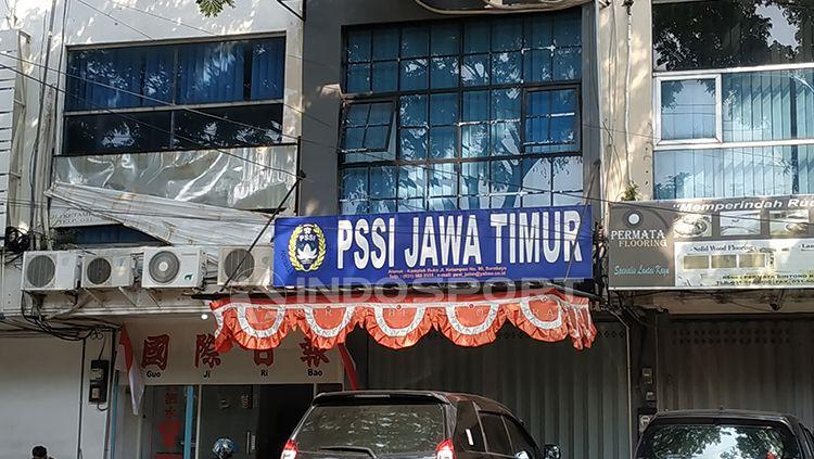 Suasana Kantor Asprov PSSI Jatim terlihat sepi Copyright: © Fitra Herdian/Indosport