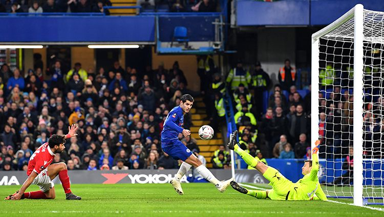 Proses terjadinya gol Alvaro Morata ke gawang Nottingham Forest Copyright: © INDOSPORT