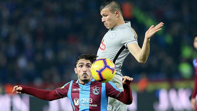 Abdulkadir Omur (bawah), Pemain Trabzonspor. Copyright: © Getty Images
