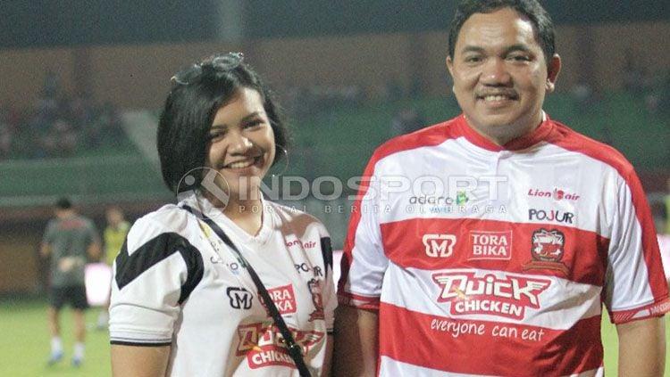 Annisa Zhafarina bersama sang ayah, Aqsanul Qasasih Copyright: © Ian Setiawan/INDOSPORT
