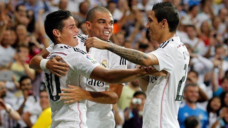 Berita bursa transfer: gelandang Real Madrid, James Rodriguez (kiri), kabarnya masuk dalam kesepakatan tukar guling pemain dengan Manchester United. Copyright: © Getty Images