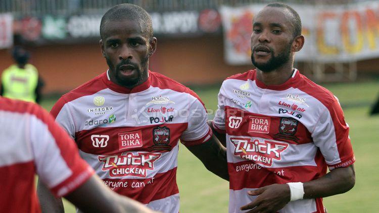 Pemain Madura United, Greg Nwokolo. Copyright: © Ian Setiawan/Indosport.com
