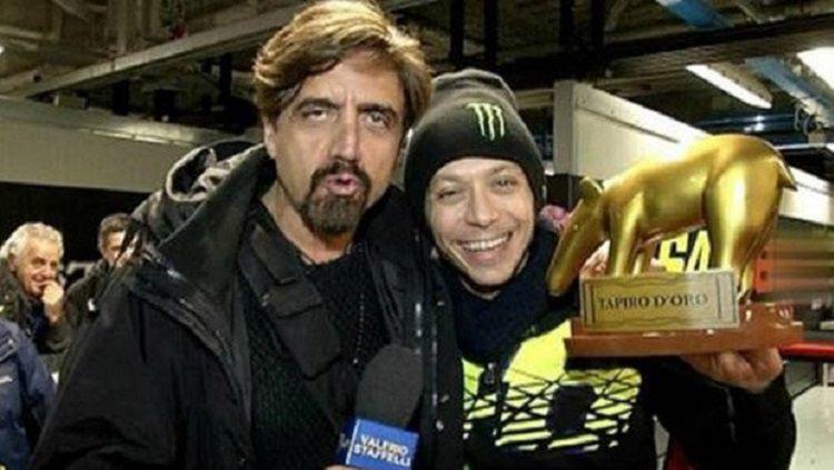 Valentino Rossi menerima penghargaan 'Pecundang Tahun Ini' dari TV Italia Copyright: © Daily Star