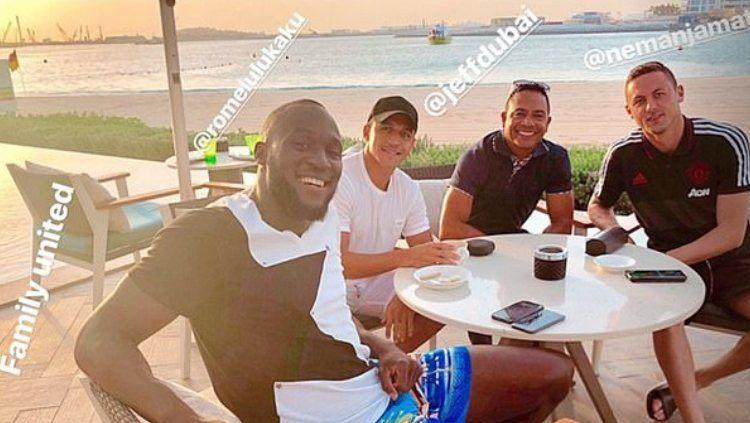 Pemain Manchester United sedang bersantai di Dubai Copyright: © Daily Mail