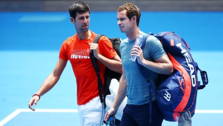 Novak Djokovic (kiri) bersama Andy Murray saat sesi latihan Australia Terbuka 2019. Copyright: © Getty Images/Michael Dodge