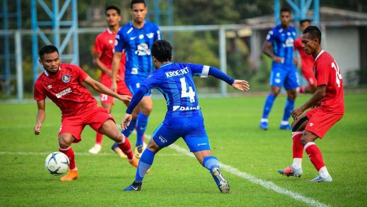 Saddil Ramdani saat membela Pahang FA melawan Chonburi FC Copyright: © Chonburi FC