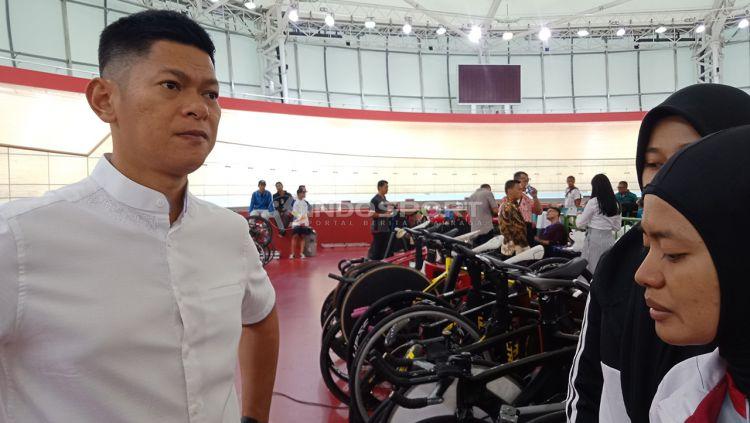 Ketua Umum Ikatan Sport Sepeda Indonesia (ISSI), Raja Sapta Oktohari hadiri hari ketiga pertandingan Balap Sepeda ATC 2019, Jumat (11/01/19). Copyright: © Shintya Anya Maharani/Indosport.com
