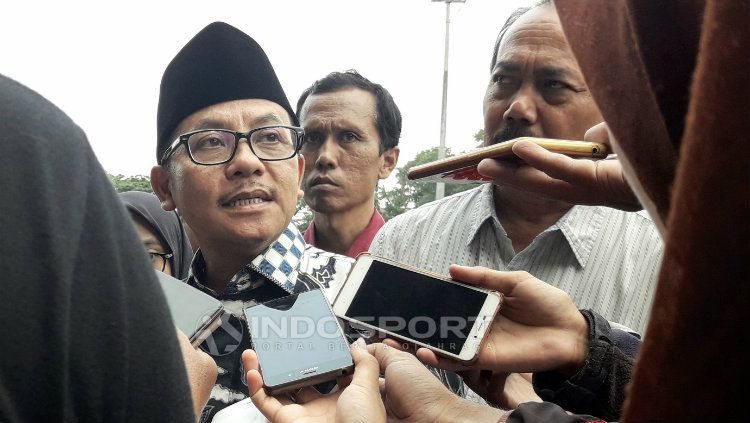 Wali Kota Malang, Sutiaji saat hadir dalam latihan Arema FC Copyright: © Ian Setiawan/INDOSPORT
