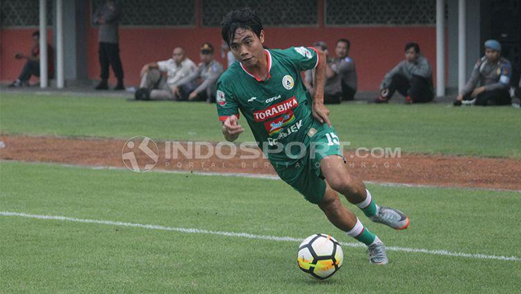 Pemain sepak bola dari klub Liga 1 Indonesia, PSS Sleman, yang bernama Rangga Muslim Perkasa, ternyata lebih memilih untuk merapat ke Bhayangkara FC tahun ini. Copyright: © INDOSPORT/Ronald Seger Prabowo