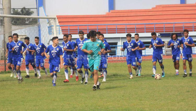Latihan perdana Persib Bandung. Copyright: © Arif Rahman/Indosport.com