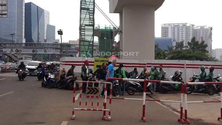 Ivan Kolev terlihat berjalan di daerah cawang Jakarta Timur. Copyright: © Herry Ibrahim/Indosport.com