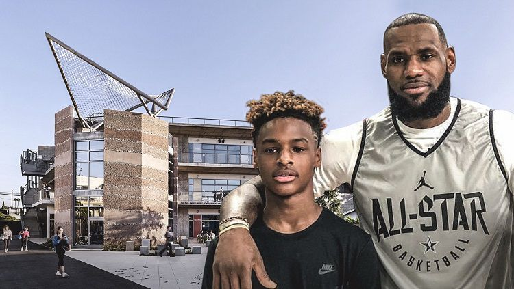 LeBron James dan sang anak, Bronny James. Copyright: © Clucth poin