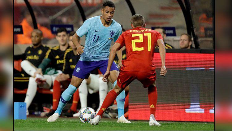 Arnaut Danjuma Groeneveld (kiri) saat bermain bagi Timnas Belanda. Copyright: © INDOSPORT