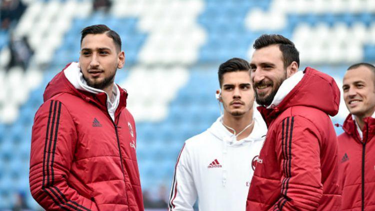 Gianluigi Donnarumma (kiri), bersama Franck Kessie dan Suso, masih masuk daftar jual AC Milan. Copyright: © INDOSPORT