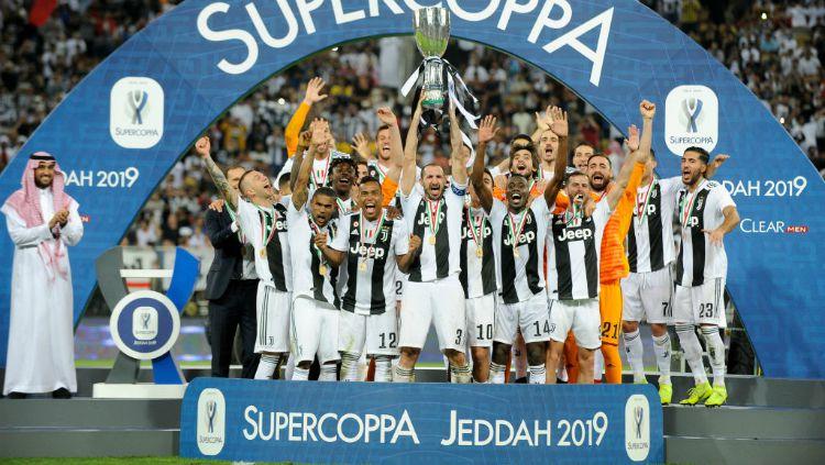 Skuat Juventus saat menjuarai Supercoppa Italiana dengan mengalahkan AC Milan, Kamis (17/01/19) dini hari tadi. Copyright: © INDOSPORT