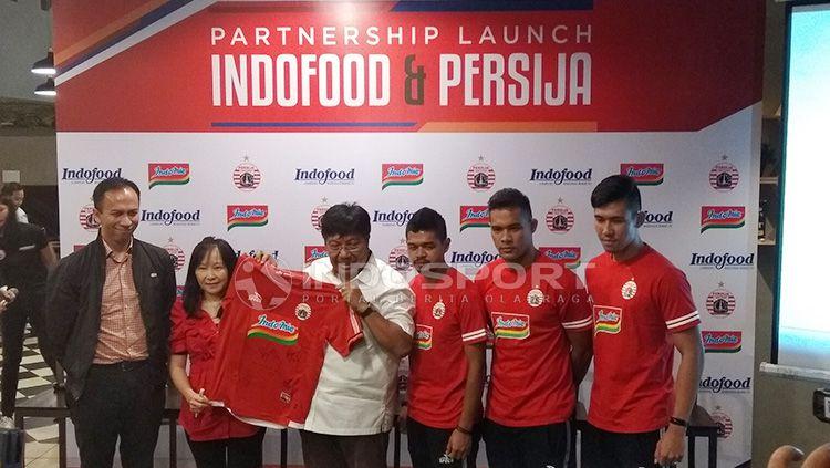 Kerjsama antar brand makanan dan Persija Jakarta Copyright: © Zainal Hasan/INDOSPORT