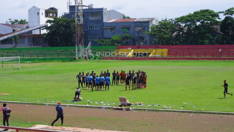 Suasana latihan PSM Makassar di Stadion Mattoanging, Sabtu (19/01/19). Copyright: © Wira Wahyu Utama/Indosport.com