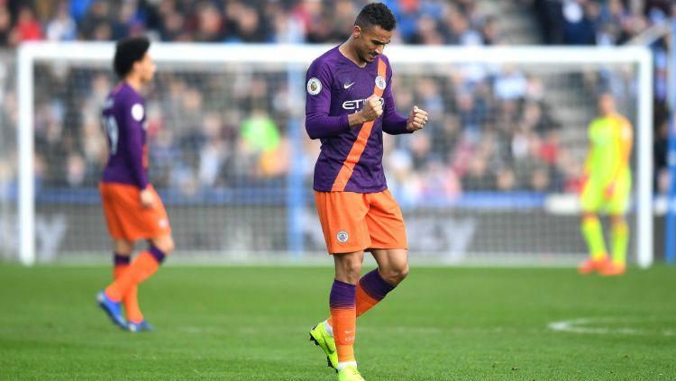 Bek Manchester City, Danilo, saat mencetak gol untuk timnya di pertandingan Liga Primer Inggris, Minggu (20/01/19). Copyright: © Getty Images