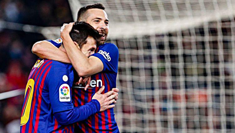 Selebrasi Lionel Messi dan Jordi Alba saat merayakan gol ke gawang Leganes. Copyright: © Getty Images