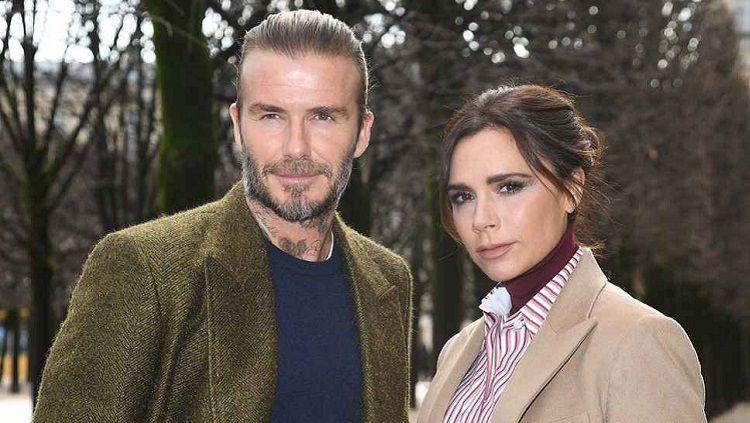 David dan Victoria Beckham sudah akrab dengan Hana Cross yang merupakan pacar putra sulungnya, Brooklyn. Copyright: © Getty Images
