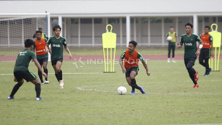 Suasana latihan pemain Timnas Indonesia U-22. Copyright: © Herry Ibrahim/Indosport.com