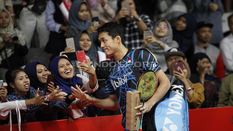 Pebulu tangkis tunggal putra Indonesia, Jonatan Christie, melaju ke babak kedua Indonesia Masters 2019 setelah hanya bermain satu gim. Copyright: © Herry Ibrahim/INDOSPORT