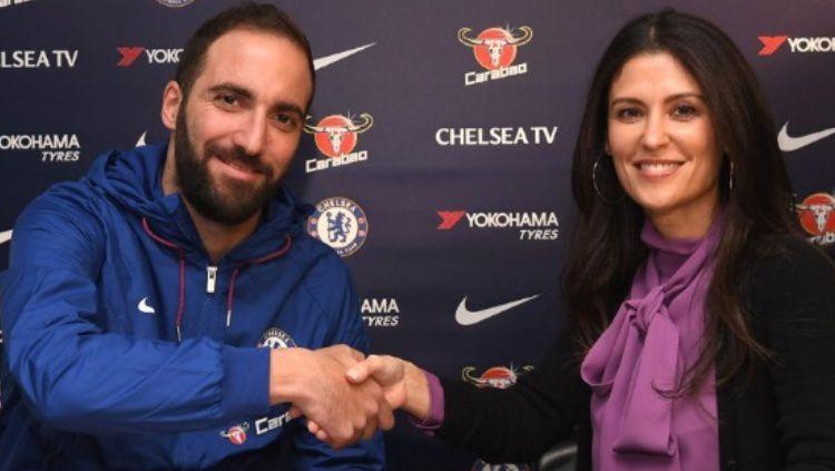 Gonzallo Higuain dan Direktur Chelsea, Marina Granovskaia Copyright: © Talk Sports