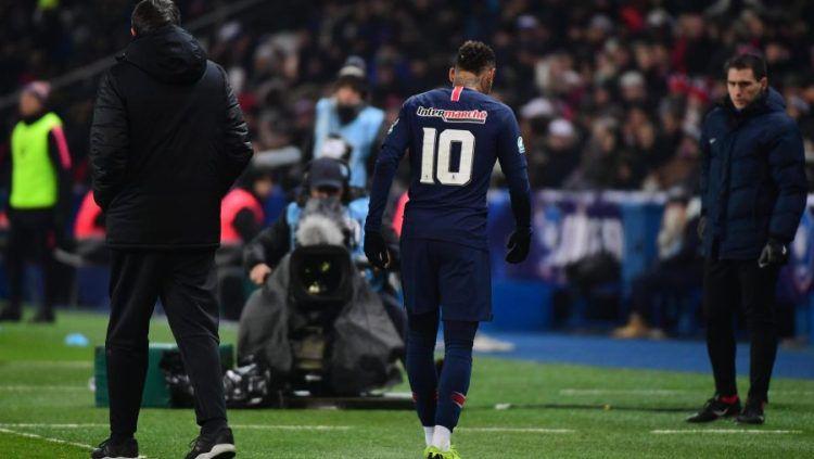 Neymar kembali diserang cedera dalam laga melawan Starsbourg Copyright: © The Sun