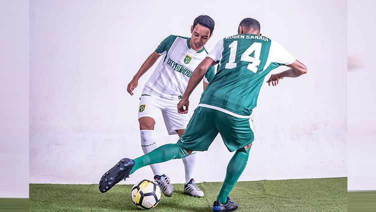 Para pemain Persebaya saat memakai jersey pra musim. Copyright: © Media Persebaya