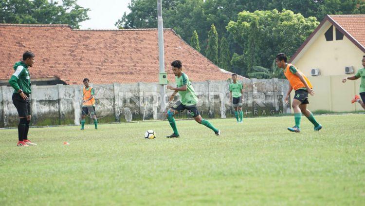Suasana latihan pemain Persebaya Surabaya. Copyright: © Fitra Herdian Ariestianto/INDOSPORT