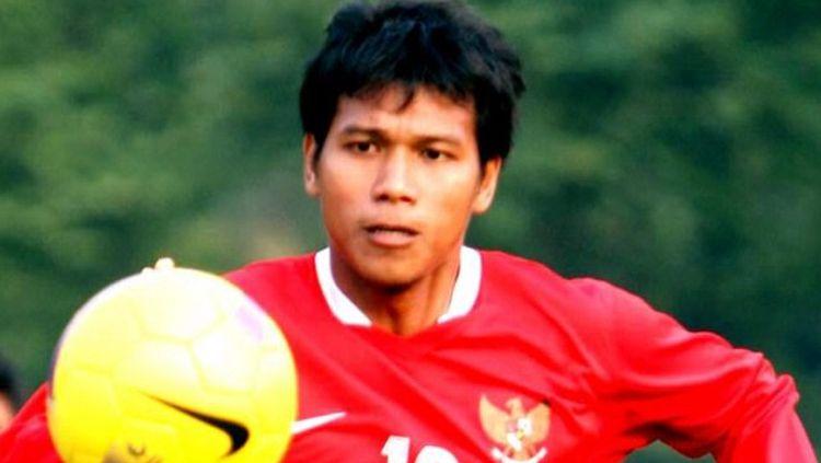 Mantan pemain Timnas Indonesia, siap melanjutkan karier sepak bolanya bersama Persib B. Copyright: © kumparan.com