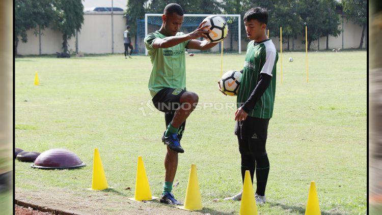Ruben Sanadi menerima latihan tersendiri untuk menyembuhkan cederanya. Rabu (30/1/19). Copyright: © Fitra Herdian/Indosport.com
