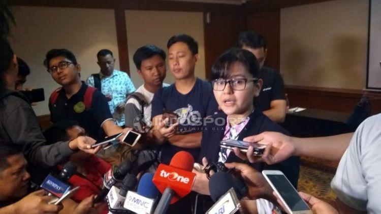 Sekjen PSSI Ratu Tisha memberikan keterangan pasca penggeledahan Kantor PSSI oleh Satgas Anti Mafia Bola. Copyright: © Zainal Hasan/Indosport.com