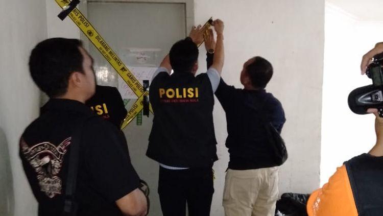 Satgas Mafia Bola segel kantor PT Liga Indonesia Copyright: © Istimewa