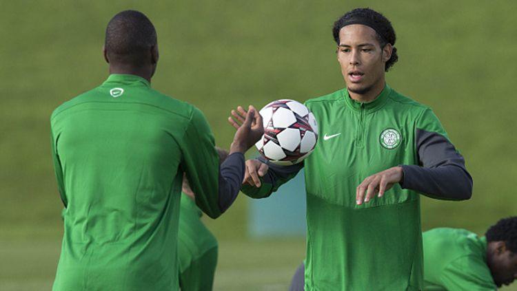 Virgil Van Dijk (kanan) bersama Amido Balde dalam sesi latihan di Celtic Copyright: © GettyImages