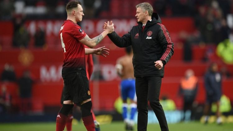 Phil Jones dan Solksjaer Copyright: © GettyImages