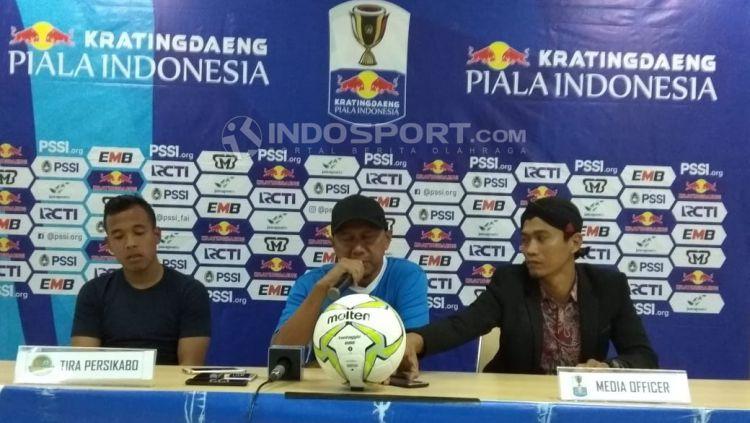 Pelatih Tira Persikabo, Rahmad Darmawan, memberikan komentar pasca meraih kemenangan dari Semen Padang Copyright: © Zainal Hasan/Indosport.com