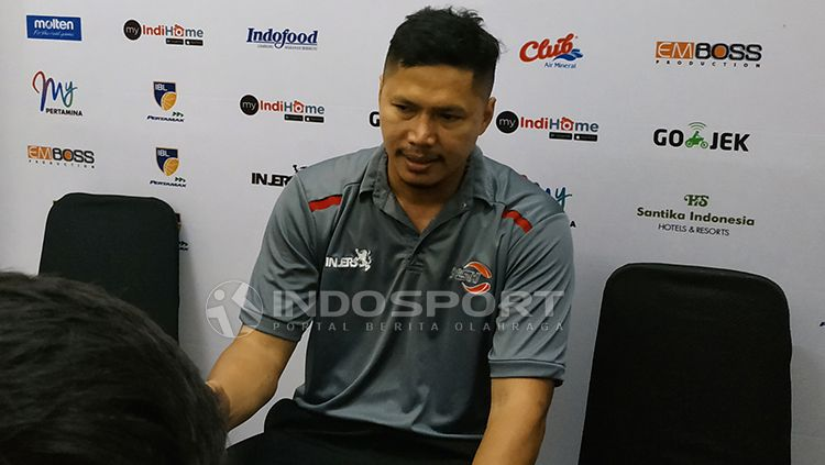 Pelatih NSH Wahyu Widayat Jati saat konfrensi pers. Sabtu (2/2/19). Copyright: © Fitra Herdian/INDOSPORT